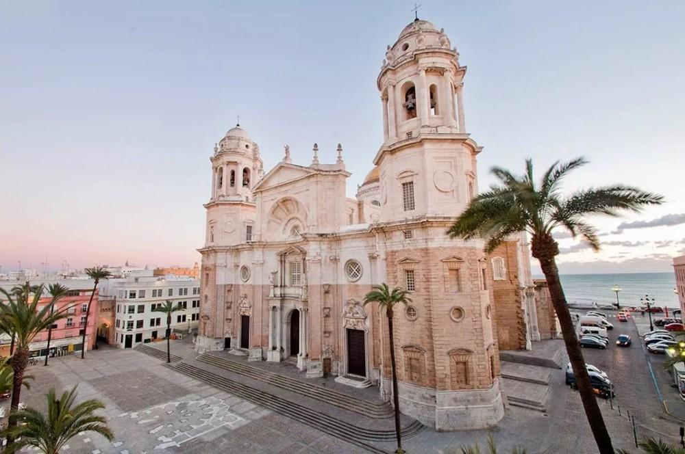 Presidentes de organismos cofrades andaluces celebran un encuentro en Cádiz