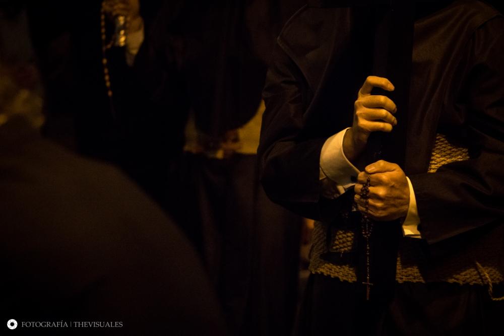 La Cruz en las manos.